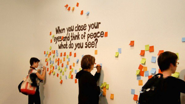 Peace with Sticky Notes (photo by by Mirany)